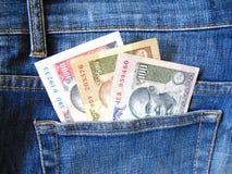 在牛仔裤口袋的印地安货币 图库摄影