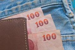 实拍一堆钱的照片_泰国的钞票在钱包里 库存照片 & 图像