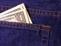 在牛仔裤的后面口袋的金钱 库存照片