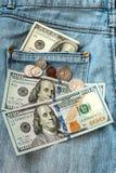 在牛仔裤的金钱 免版税库存图片