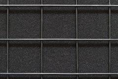 在物质概略的黑颜色纹理的被焊接的铁丝网  免版税图库摄影