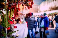 在特伦托自治省女低音阿迪杰,意大利的圣诞节装饰圣诞节市场 库存图片