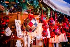 在特伦托自治省女低音阿迪杰,意大利的圣诞节装饰圣诞节市场 免版税库存图片