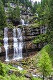 在特伦托自治省,意大利白云岩的Vallesinella瀑布  免版税库存图片