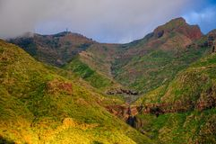 在特内里费岛西北山的日落在Masca村庄, Canarian海岛附近的 免版税库存照片