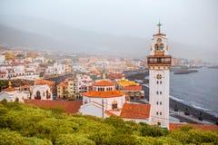 在特内里费岛海岛上的坎德拉里亚角镇 库存照片