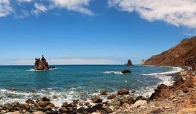 在特内里费岛海岛的北海岸的Benijo海滩  免版税图库摄影