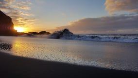 在特内里费岛Teneriffa的黑沙子海滩 库存图片