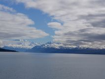 在特卡波湖的山 库存照片