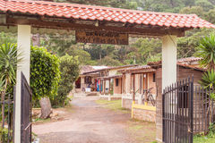 在特古西加尔巴, Hondu附近的瓦尔de安赫莱斯老西班牙采矿镇 免版税库存照片