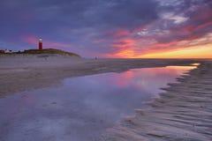 在特塞尔海岛上的灯塔在日落的荷兰 图库摄影