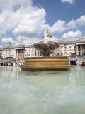 在特拉法加广场,伦敦的喷泉 免版税库存照片