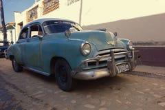 1949年在特立尼达,古巴的街道的雪佛兰 免版税库存照片