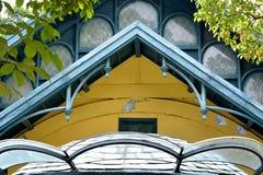 在特色形状和颜色的屋顶 免版税库存图片
