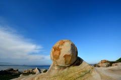 在特色形状的海边石头 库存图片