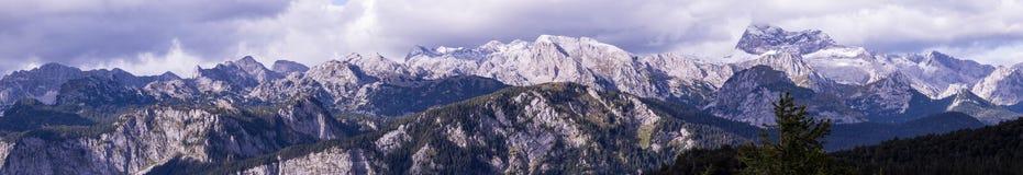 在特里格拉夫峰附近的整个山脉 免版税库存照片