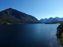 在特隆赫姆附近的美好的挪威风景海湾视图 库存图片