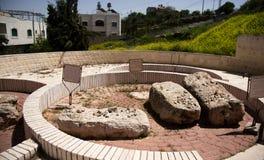 在犹太墓地的老洞 免版税库存照片
