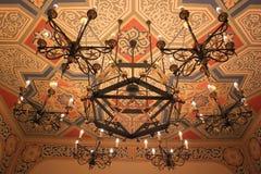 在犹太教堂的枝形吊灯 图库摄影