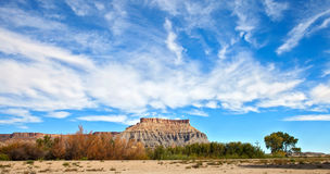 在犹他离开全景风景,红色Mesa小山, 免版税库存照片