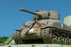 在犹他海滩的谢尔曼坦克 免版税库存图片