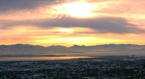 在犹他湖的日落 免版税图库摄影