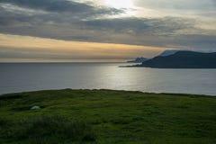 在狂放的大西洋方式的日落,阿基尔岛 免版税库存图片