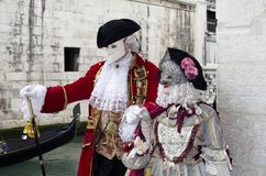 在狂欢节的威尼斯式豪华服装在威尼斯 库存图片