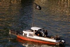 在狂欢节的海盗小船 图库摄影