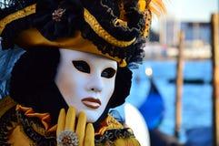 在狂欢节的美妙的屏蔽在威尼斯 免版税库存照片