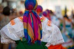在狂欢节,加拉帕戈斯群岛期间的妇女跳舞 图库摄影