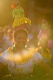 在狂欢节,加拉帕戈斯群岛期间的妇女跳舞 库存照片