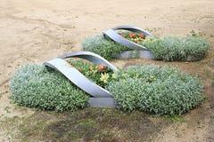 以在狗窝树木园开花的谷的运动鞋的形式电烙床 库存图片