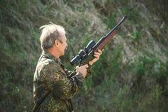 在狩猎的猎人 库存图片