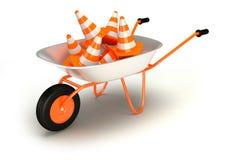 在独轮车的交通锥体。路修理  库存照片
