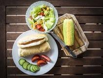 在猪纵向时间白色的背景滑稽的几内亚午餐 免版税库存图片