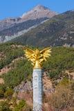在玉水村庄,云南,中国的鹰报纪念碑 库存图片
