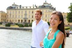 在王后岛宫殿,瑞典的斯德哥尔摩夫妇 免版税图库摄影
