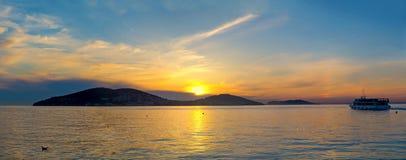 在王子的Islands上的美好的日落 土耳其,伊斯坦布尔, 库存照片