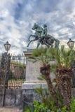 在王宫前面庭院的马雕塑在Naple 免版税库存照片