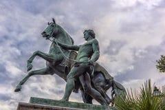 在王宫前面庭院的马雕塑在Naple 免版税库存图片