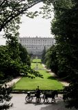 在王宫前面的支架 免版税库存图片