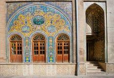在王宫的墙壁上的老陶瓷砖 免版税库存图片