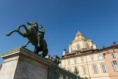 在王宫的铸工骑马雕象在都灵 图库摄影