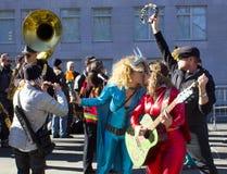 在王牌之外的抗议者在总统` s天耸立 免版税图库摄影