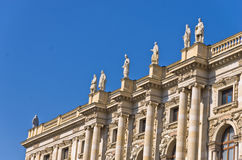 在玛丽亚・特蕾西亚广场的19世纪建筑学在维也纳 免版税库存照片