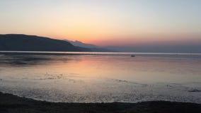 在玛旁雍错的黎明在春天在西藏在中国 股票录像