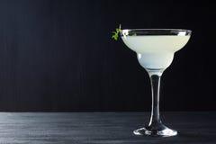 在玛格丽塔酒玻璃的鸡尾酒 免版税库存照片