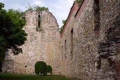 在玛格利特海岛,布达佩斯,匈牙利上的13世纪废墟。 免版税库存图片