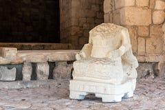 在玛雅废墟的无首的雕象 免版税图库摄影
